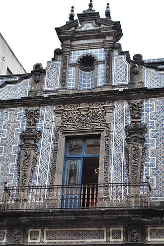 Casa de los Azulejos - Part of the facade, with azulejos