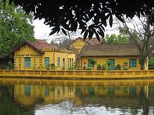 Presidential Palace, Hanoi - Image: Wohngebäude beim Präsidenten Palast Hanoi Vietnam