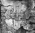 Znamenje - križ v zidu pod kapelico, Slope 1955.jpg