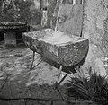 """""""Kadije"""" (v njih mesijo kruh), pr' Petona, Kortina 1949.jpg"""