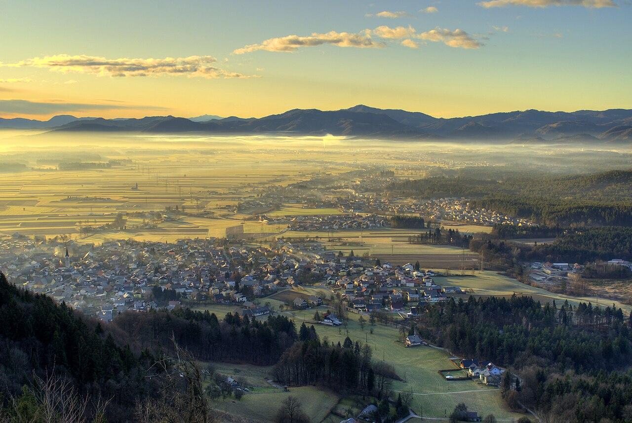 Paysage matinal slovène entre Kranj et Škofja Loka.  (définition réelle 3892×2608)