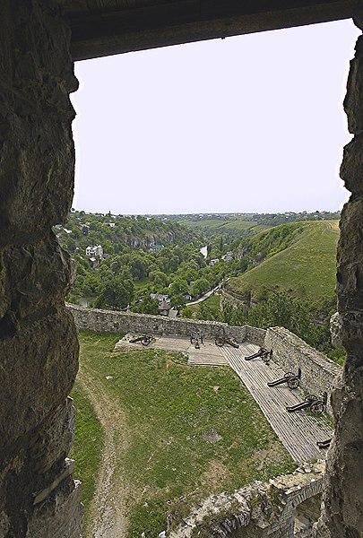 Кам'янець-Подільська фортеця. Батареї по кутах. Автор фото — Сергій Талавєр, ліцензія CC-BY-SA-3.0