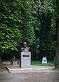 Пам'ятник у парку.jpg