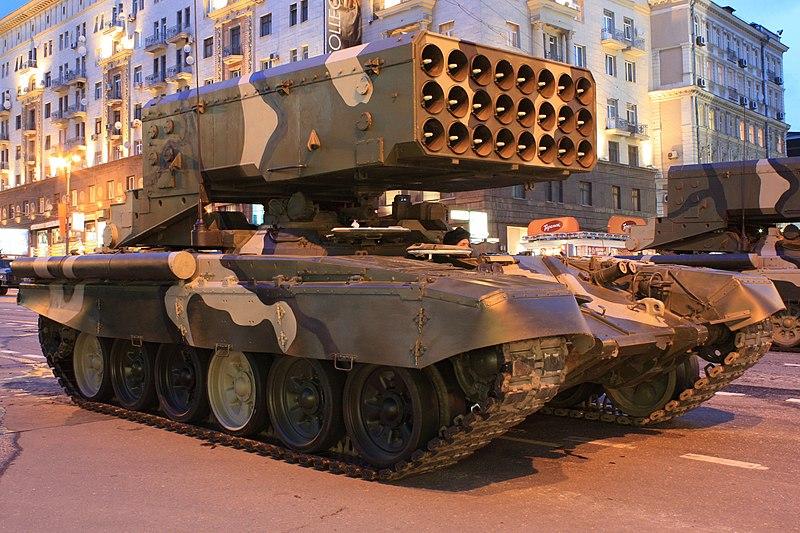 붉은 광장 퍼레이드 리허설 도중 1 년 4 월 2010 일 모스크바에서 Tverskaya 거리에 TOS-XNUMXA
