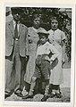 צבי כרמל ומשפחתו.jpg