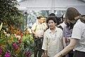 นางพิมพ์เพ็ญ เวชชาชีวะ ภริยา นายกรัฐมนตรี ณ National Orchid Garden Pavilion Sin - Flickr - Abhisit Vejjajiva (10).jpg