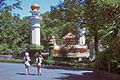 多摩動物公園ライオン舎 (7917065758).jpg
