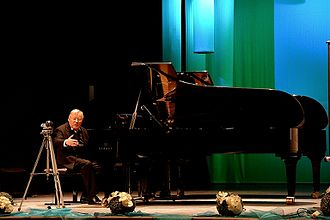 Vytautas Landsbergis - Vytautas Landsbergis plays piano in Sanok at Cultural Center salon, 2013
