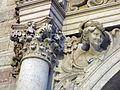 020 Escultura del portal de Can Serra, Rambla de Catalunya.jpg