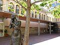 079 La sirena, de Joan Serres, al raval de Montserrat (Terrassa), al fons el Mercat.jpg