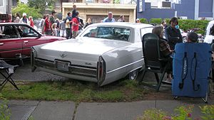 Cadillac Calais - Image: 1966 Cadillac Calais two door rear