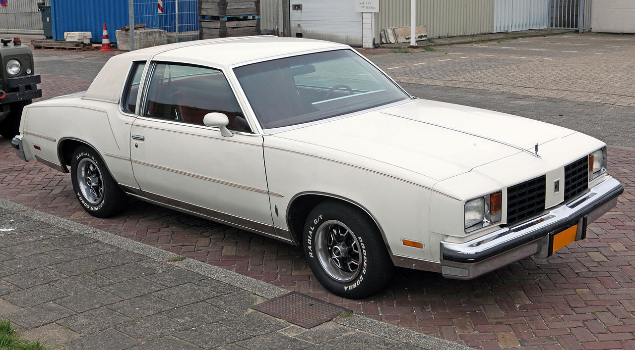 File 1980 oldsmobile cutlass salon wikimedia commons for 78 cutlass salon