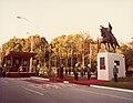 1981. Octubre, 11. Inauguración de la estatua ecuestre de Bolívar en Sevilla, España. (1).jpg