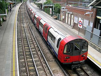 Northern line - Image: 1995 stock at West Finchley