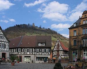 Marktplatz und Starkenburg