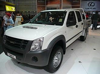 Isuzu Trucks South Africa - Image: 2008 Isuzu D Max SX 4 door cab chassis 01