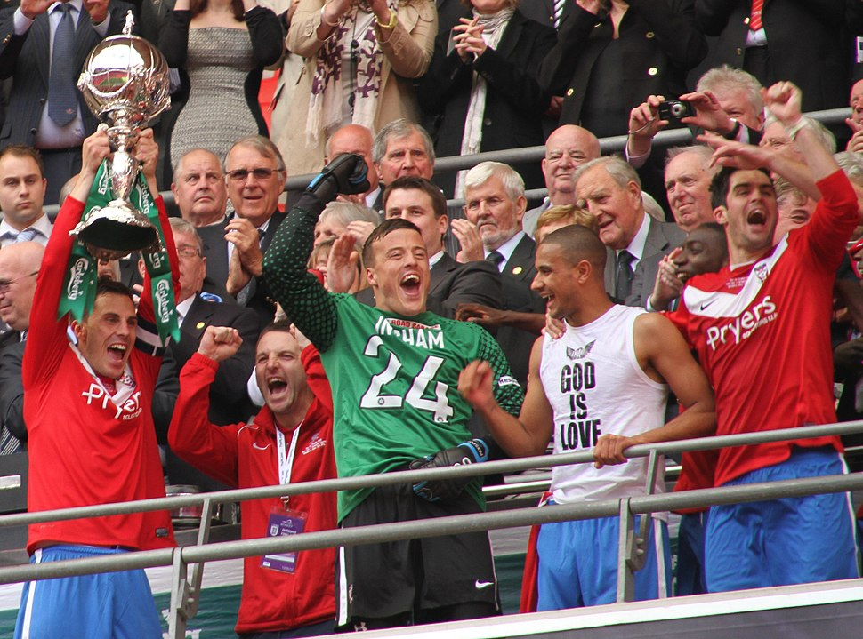 2012 FA Trophy Final York City players with trophy