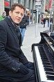 2014-12-06 Arne Schmitt am Konzertflügel, Ernst-August-Platz Hannover, (02).JPG