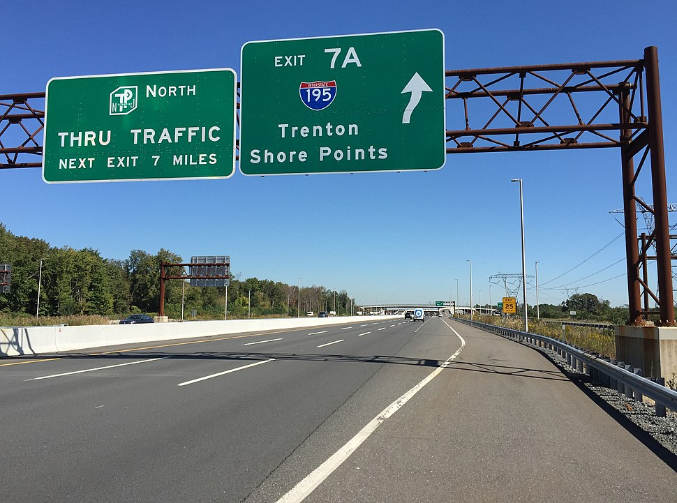 2017-10-02 12 09 37 View north along Interstate 95 (New Jersey Turnpike) at Exit 7A (Interstate 195, Trenton, Shore Points) in Robbinsville Township, Mercer County, New Jersey
