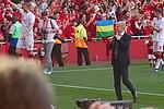 43 Merci Arsène - A lucky fan gets his tie! (27086088207).jpg