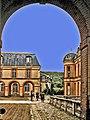 78-Dampierre-château-cour-d'entrée.jpg