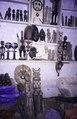 ASC Leiden - van Achterberg Collection - 5 - 015 - Une exposition de sculptures sur bois dans un magasin - Bobo-Dioulasso, Burkina Faso, 19-26 août 2001.tif