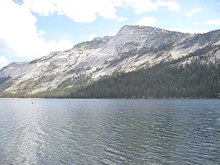 Datei:A view of Tenaya Lake 4458.ogv
