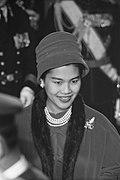 Aankomst Koning Bhumibol en Koningin Sirikit te Den Haag, koningin Sirikit, Bestanddeelnr 911-6994.jpg