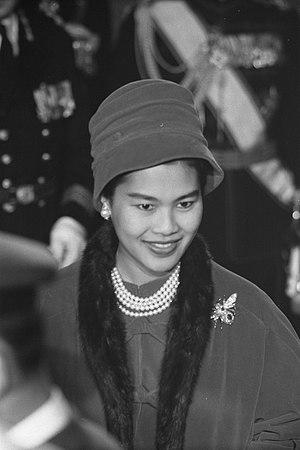 Sirikit, Reina consorte de Rama IX, Rey de Tailandia