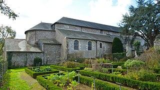 Abbaye de saint philbert de grand lieu wikip dia for Piscine saint philbert de grand lieu