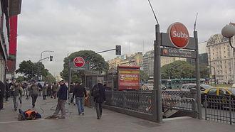 Carlos Pellegrini (Buenos Aires Underground) - Image: Acceso Est. Pellegrini (1)