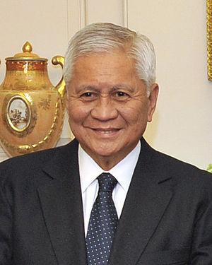 Albert del Rosario - Image: Albert del Rosario at the State Department April 30, 2012