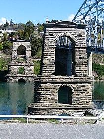 Alexandra Bridge Piers Alexandra, New Zealand 349.jpg