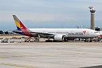 Asiana Airlines, HL7775, Boeing 777-28E ER (35764942385).jpg