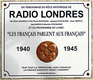 Radio Londres - Commemorative plaque of Radio Londres in the cemetery of Asnelles, Calvados