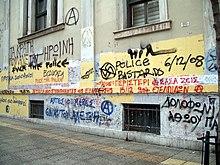 Pintadas contra la policía en las paredes deAtenasdurante losdisturbios de diciembre de 2008.