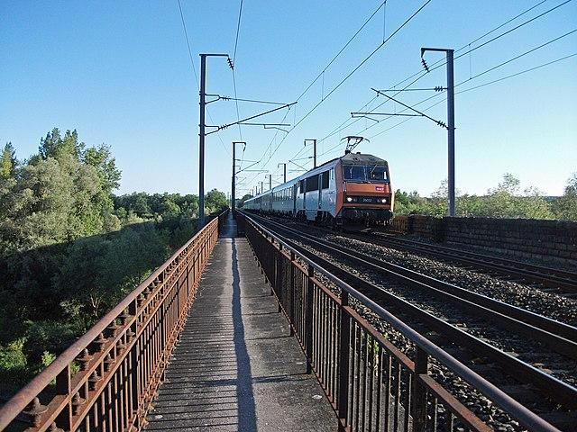 BB 26052 franchissant le viaduc d'Abrest 2014-07-15