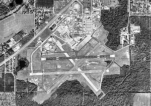 Bartow Municipal Airport FL - 6 Jan 1999.jpg