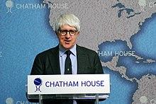 Severgnini parla ad un evento sulle elezioni in Italia alla Chatham House (2013)