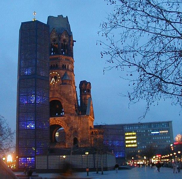 File:Berlin.Gedaechtniskirche bei Nacht.jpg