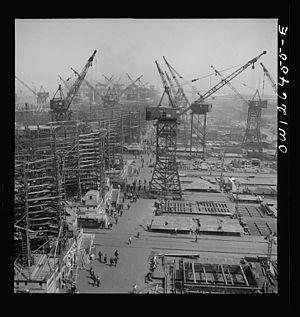 Bethlehem Fairfield Shipyard - Image: Bethlehem Fairfield shipyards, Baltimore, Maryland. A shipyard with a crane