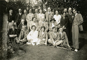 George Gamow - Bragg Laboratory staff in 1931: W. H. Bragg (sitting, center): physicist A. Lebedev (leftmost), G. Gamow (rightmost)