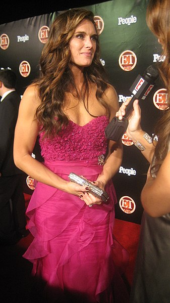 http://upload.wikimedia.org/wikipedia/commons/thumb/c/cd/Brooke_Shields_%282008%29.JPG/337px-Brooke_Shields_%282008%29.JPG