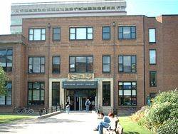 Brynmor Jones Library -Hull -2003.JPG