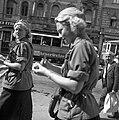 Budapest VIII., Blaha Lujza tér. Az első Leánycserkész Világtalálkozó résztvevői kiránduláson. Fortepan 55836.jpg