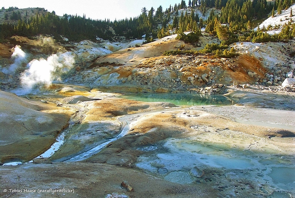 File:Bumpass Hell, Lassen Volcanic National Park ...