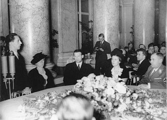 Paula Wessely - Wessely (r.) at a reception with Minister Goebbels speaking, Vienna Hofburg, 30 March 1938