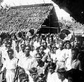 COLLECTIE TROPENMUSEUM Muziekgroep uit Madidir tijdens een feest in Airtembaga TMnr 10017844.jpg