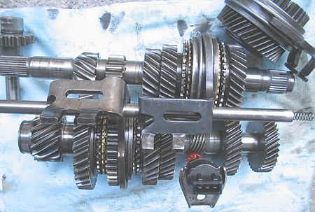 Gears from a five-speed + reverse gearbox from the 1600 Volkswagen Golf (2009). Cambio H.jpg