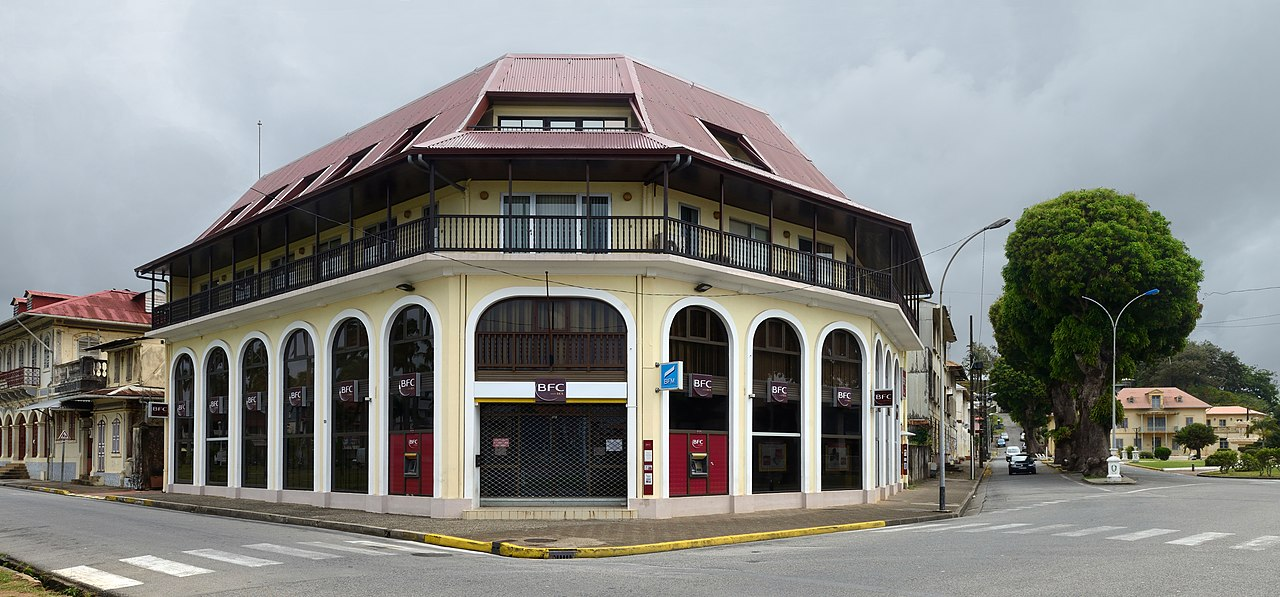 Cayenne Banque française commerciale place des palmistes 2013.jpg